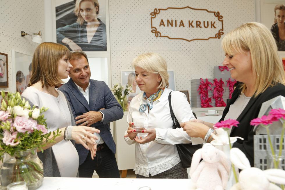 scena z: Anna Kruk, Agnieszka Nowak, fot. Podlewski/AKPA