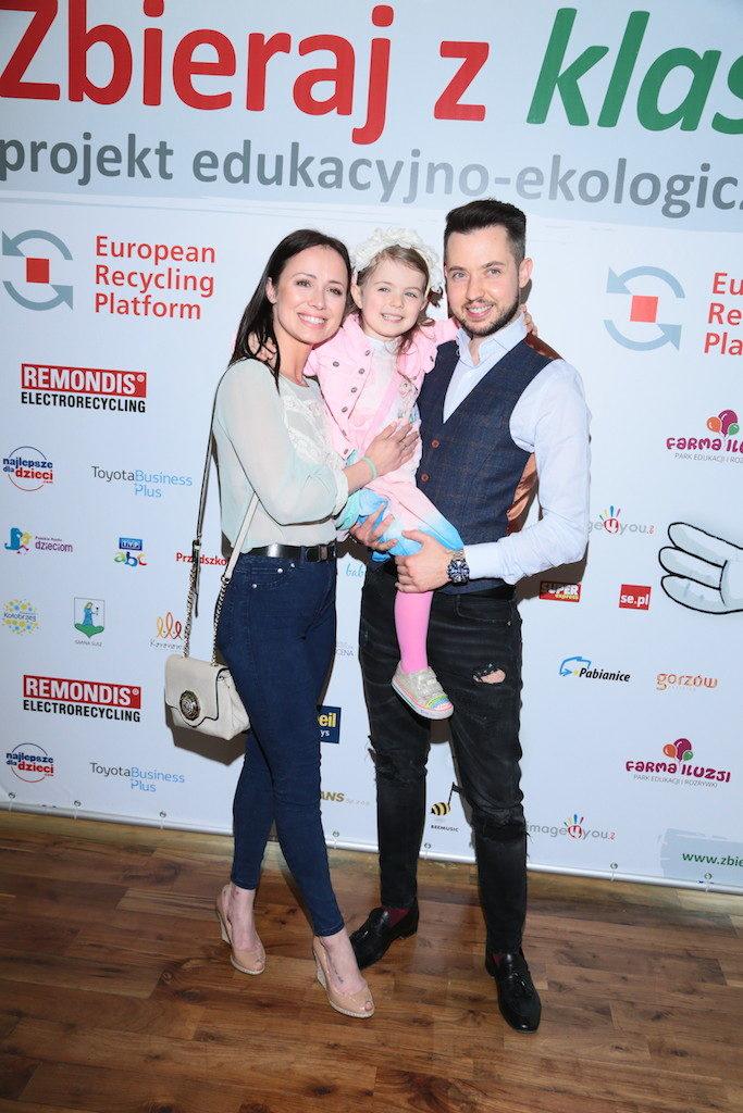Agnieszka Mrozińska i Alex Caprice z córeczką, fot. Paweł Wodzyński