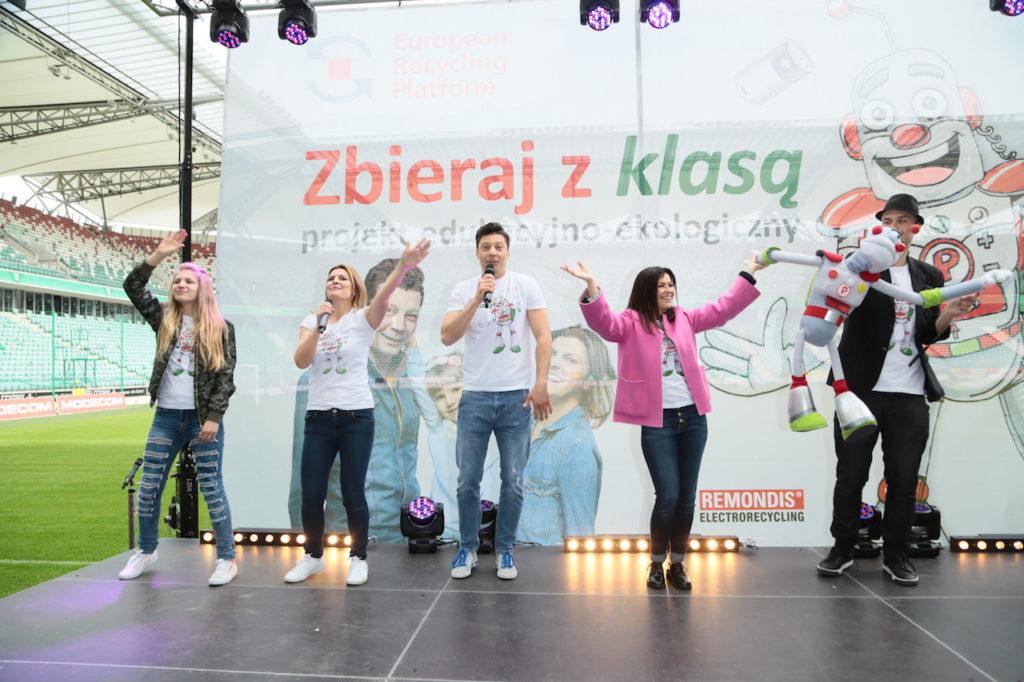 Jessica Bakalarska, Justyna Tomańska, Mariusz Totoszko, Kasia Cichopek i Kony z Paluszkiem, fot. Paweł Wodzyński