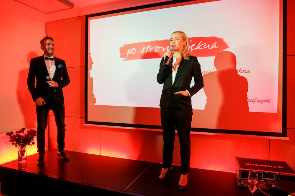 Dr Krzysztof Gojdz i Kasia Warnke na scenie, fot. Bartko Debkowski_Kreatyw!Media