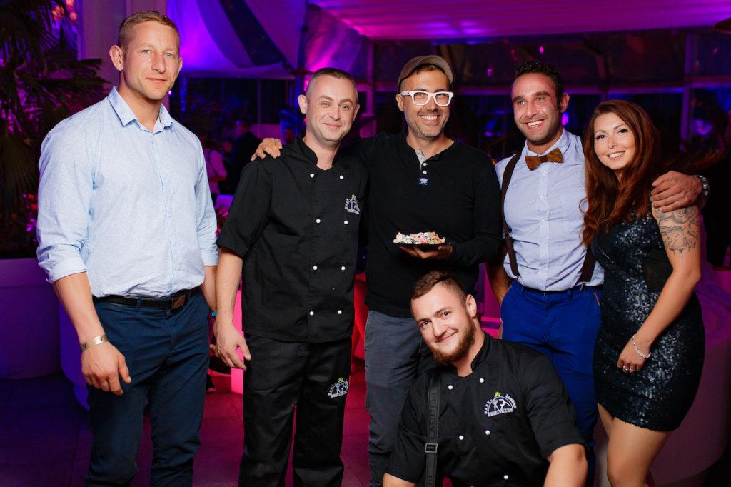 DJ Adamus z przyjaciolmi z Easy Fit Looker Restaurant, fot. Alex Kibuk