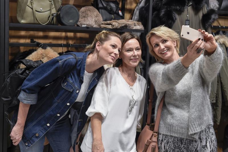 scena z: Odeta Moro, Joanna Pronobis, Marta Kuligowska, fot. Jacek Kurnikowski/AKPA